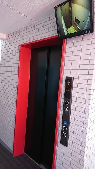 エレベーター前のモニター
